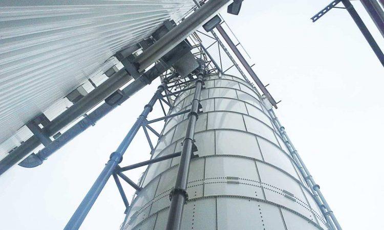 内蒙古管链提升机输送钙粉现场插图